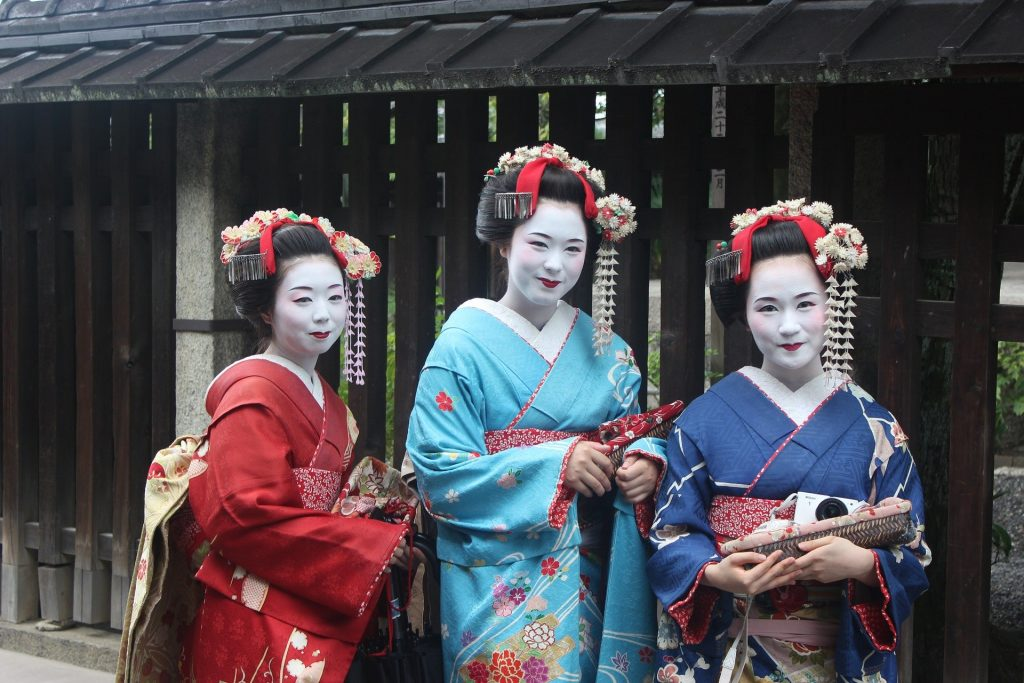 three japanese ladies wearing traditional clothing   Geisha Maiko and Oiran